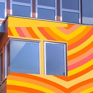 Décoration colorée d'une façade d'entreprise réalisée par Guillevic OSER LA ROSE